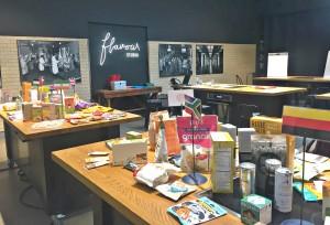 Työpajan pöydät täyttyivät esimerkeillä kansainvälisistä Free From -tuotteista